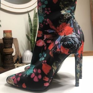Shoes - Steve Madden floral booties 7.5